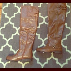 Knee length leather boots😍